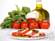 Рецепта Класическа салата Капрезе с домати, моцарела и песто - оригинална рецепта